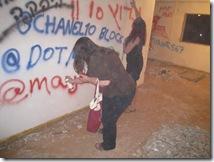 הורסת את הקיר