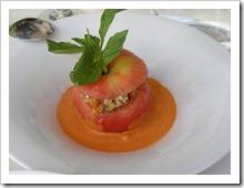 עגבניה במילוי רטטוי ירקות וגבינת פטה עיזים
