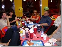 שולחן הבלוגרים עם שאריות גלידה ושוקופאי